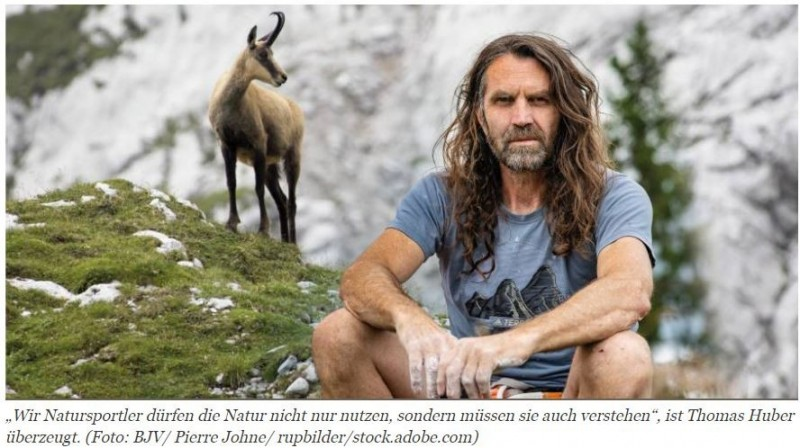 25.08.2021   Kletterer für KlettererThomas Huber ist Kletterer, Bergsteiger, Extremsportler, und seit kurzem auch Jäger. Zusammen mit dem bayerischen Jagdverband e.V. und internationalen Partnern setzt er sich für die Gams ein.Die Gams ist wertvoll. Sie ist Teil unserer Kulturlandschaft und eine faszinierende Wildart. Zudem ist sie das Wahrzeichen unserer Alpen. Auch den echten Jägern liegt sie am Herzen, sie wollen, dass es ihr gut geht. Allerdings ist sie gebietsweise bereits selten geworden.Wie geht's dir, Gams?Durch das immer stärkere Einschränken der Lebensräume des Bergwildes, durch intensive forstliche Nutzung sowie stetig steigende Besucherzahlen und nicht zuletzt unsachgemäße Bejagungsstrategien ist der stabile Erhaltungszustand des Gamswildes gefährdet. Nicht umsonst steht die Gams seit Oktober 2020 auf der Vorwarnliste der Roten Liste des Bundesamts für Naturschutz. Seitdem schwelt ein Streit darüber, wie sehr diese Wildart wirklich gefährdet ist. Tierschützer beklagen das schon lange. Wildbiologen und echte Jäger bezweifeln wohl kaum den Rückgang, doch Förster und Jagdbehörden sehen das zum Teil anders.Ein Herz für Wild und Ökosystemhttps://www.natuerlich-jagd.de/news/kletterer-fuer-kletterer.html