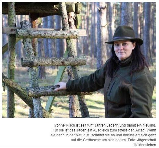 """LANDKREIS BÖRDEDie Jagdgründe der FrauenIvonne Risch ist seit fünf Jahren Jägerin und damit ein Neuling. Für sie ist das Jagen ein Ausgleich zum stressigen Alltag. Wenn sie dann in der Natur ist, schaltet sie ab und dokussiert sich ganz auf die Geräusche um sich herum. Von Catharina KötherHaldensleben l """"Unter Jagen verstehe ich Warten, Dasein, Einssein, Verschmelzen mit der Natur. Man jagt mit ihr, mit dem Wind, mit den Jahreszeiten, abgeschnitten von der menschlichen Zivilisation"""", sagt Diana Ahlvers. Ihre Augen leuchten, wenn sie von ihren Erfahrungen und Erlebnissen berichtet. Die junge Frau versteht das Jagen vor allem als Revierarbeit, bei dem das Schützen von Populationen und Pflegen der Wildtiere und ihres Lebensraums in Wald und Flur.https://www.volksstimme.de/lokal/haldensleben/landkreis-boerde-die-jagdgruende-der-frauen"""