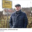 HIER REISST DER WOLF TIER  BILD im Dorf der Angst!Von: A. MÜHLBAUER05.03.2021 - 07:59 UhrBetzenstein – Aufruhr im idylischen Städtchen in der Frankischen Schweiz: Seit ein Wolfsrudel in zwei Ortsteilen 25 Wildtiere gerissen hat, sind die Menschen in Betzenstein (Kreis Bayreuth) beunruhigt – sie haben Angst vorm bösen Wolf!Im nahegelegenen Veldensteiner Forst lebt das Rudel seit etwa fünf Jahren, die rund 2500 Betzensteiner hatten bisher Ruhe vor ihm.https://www.bild.de/regional/nuernberg/nuernberg-news/in-betznstein-reisst-der-wolf-tiere-bild-im-dorf-der-angst-75623450.bild.html